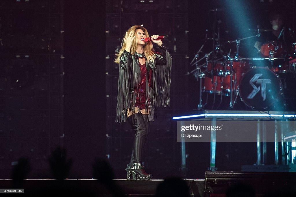 Shania Twain In Concert - New York, New York : News Photo