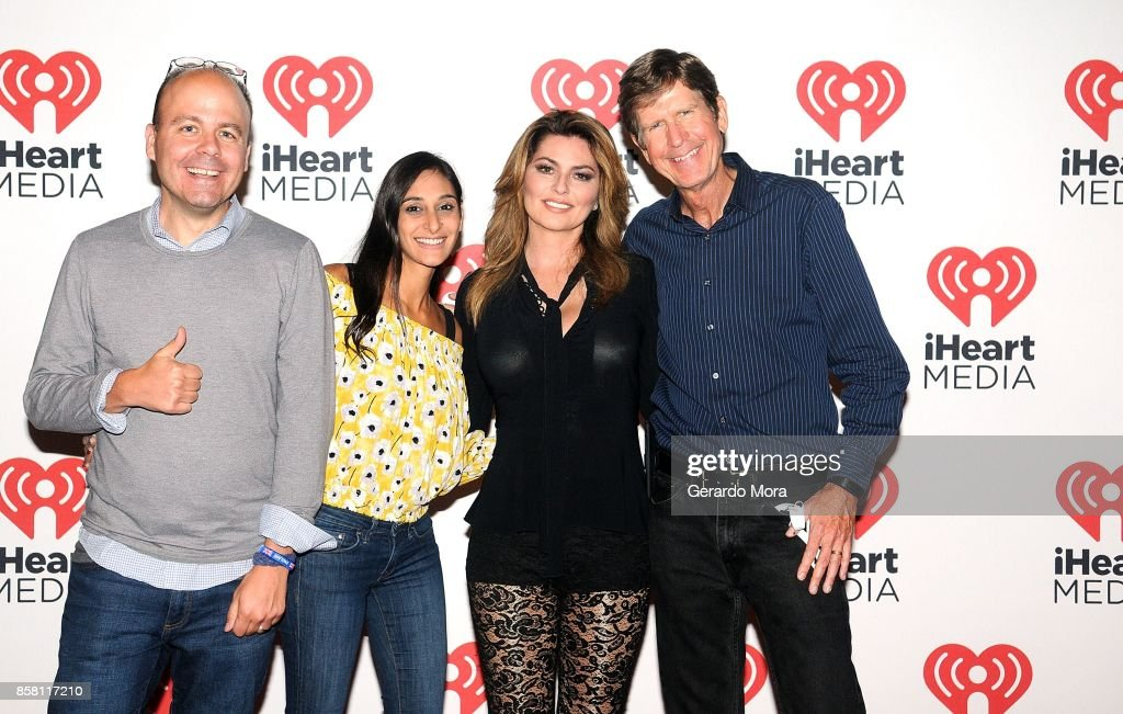 Shania Twain (C) poses with fans during the Meet and Greet at a dinner party hosted by iHeartMedia at the ANA Masters of Marketing annual conference on October 5, 2017 in Orlando, Florida.