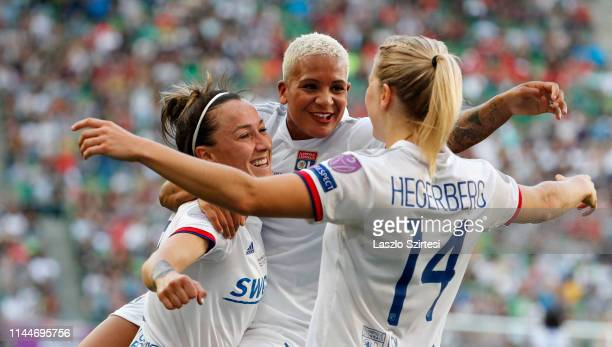 Shanicevan de Sanden of Olympique Lyonnais celebrates her goal with AdaHegerberg of Olympique Lyonnais and LucyBronze of Olympique Lyonnais during...
