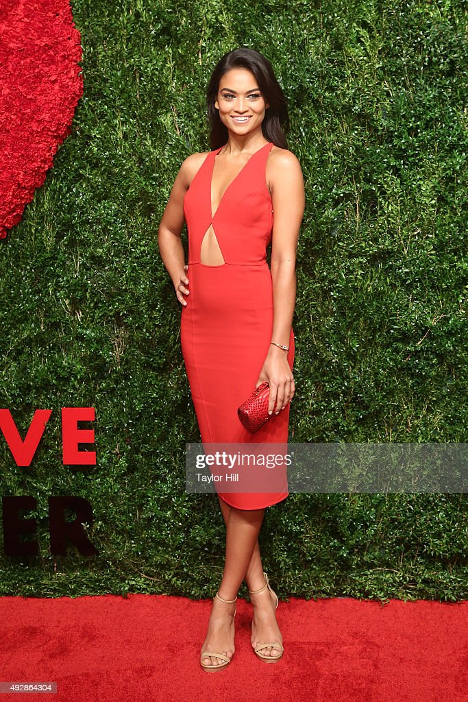 Shanina Shaik attends the 2015 God's Love WE Deliver Golden Heart Awards at Spring Studios on October 15, 2015 in New York City.