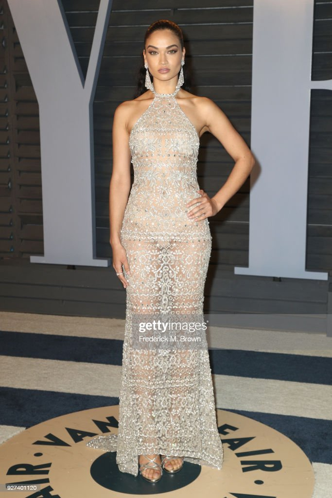 Shanina Shaik attends the 2018 Vanity Fair Oscar Party hosted by Radhika Jones at Wallis Annenberg Center for the Performing Arts on March 4, 2018 in Beverly Hills, California.