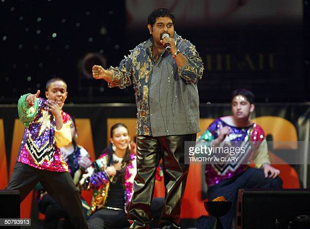 Shanker Mahadevan performs after getting his award for Best Male Singer during the 2004 Bollywood Movie Awards at the Trump Taj Mahal 01 May 2004 in...
