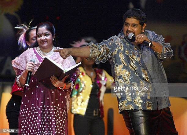 Shanker Mahadevan performs after getting his award for Best Male Singer along with Best Female Singer Chitra during the 2004 Bollywood Movie Awards...
