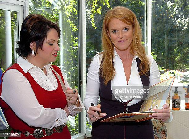 Shannan Hutchinson grand prize winner of the 2006 Weight Watchers Inspiring Stories of the Year Contest and Sarah Ferguson Duchess of York