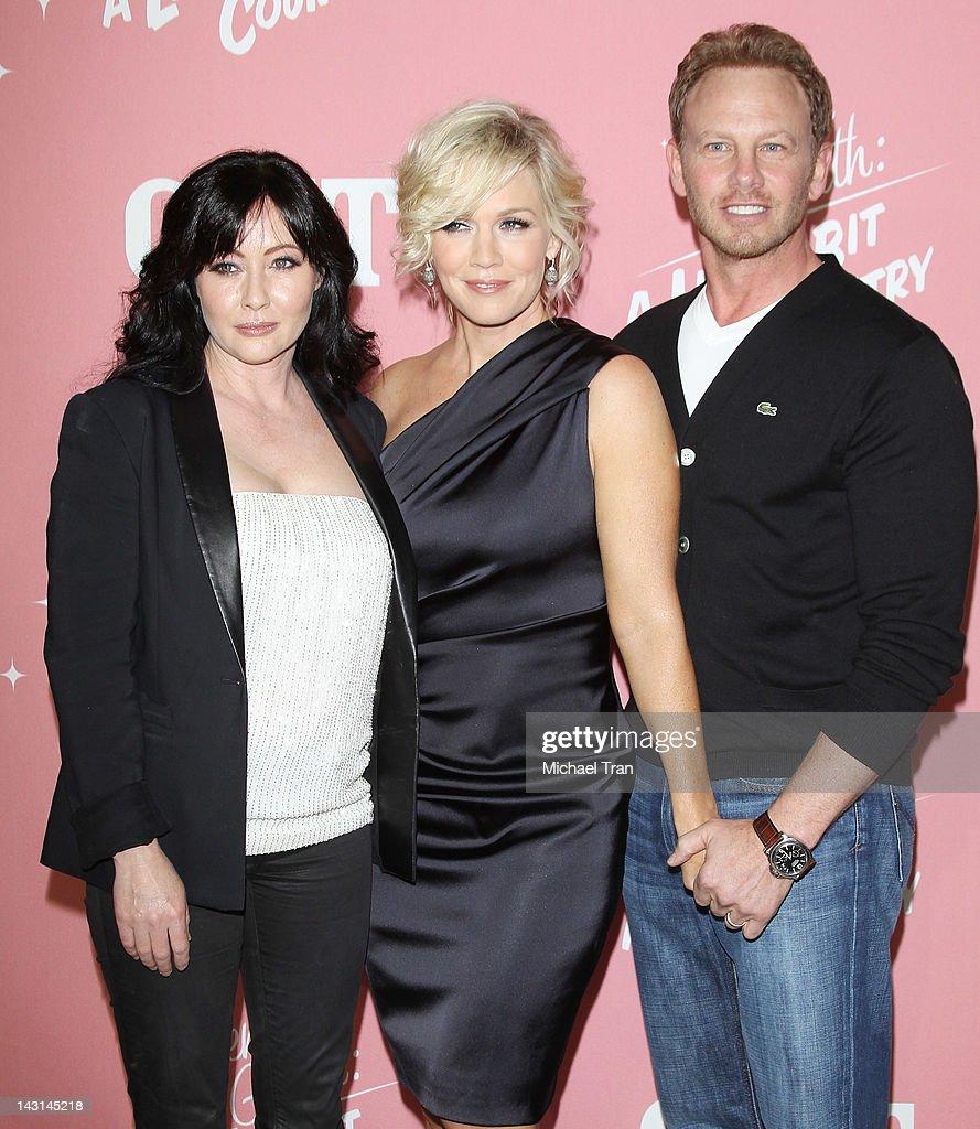 "Jennie Garth's 40th Birthday Celebration & Premiere Party For ""Jennie Garth: A Little Bit Country"" : ニュース写真"