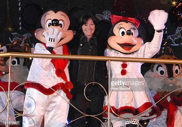 Shannen Doherty Micky Maus Minnie Maus dahinter AHörnchen und BHörnchen Eröffnung der Weihnachtssaison 2009 'Disneyland Resort Paris' 'Disneyland...