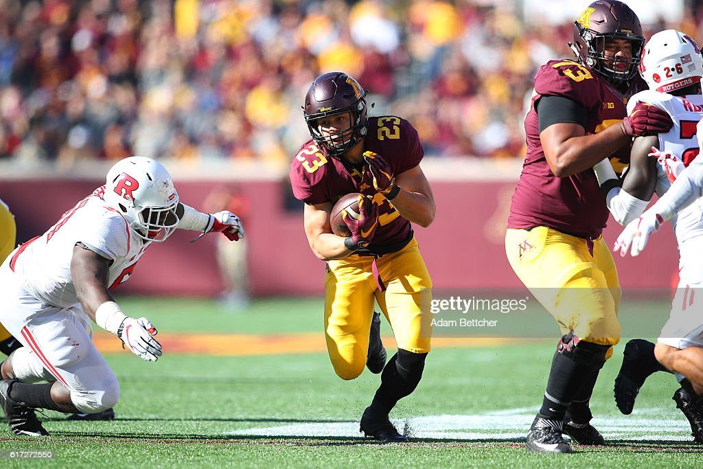 Shannon Brooks #23 of the Minnesota Golden Gophers advances the ball against Rutgers Scarlet Knights in the first quarter at TCF Bank Stadium on October 22, 2016 in Minneapolis, Minnesota.