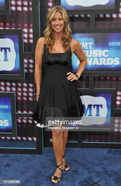 Shannon Brown attends the 2010 CMT Music Awards at the Bridgestone Arena on June 9 2010 in Nashville Tennessee