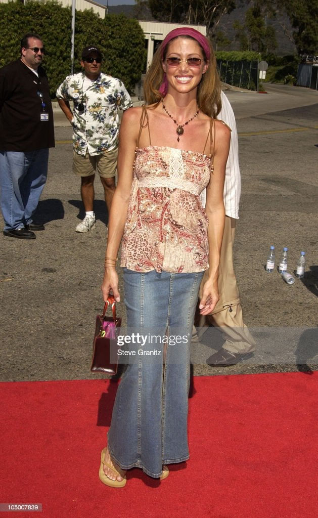 Shannon Elizabeth during The 2002 Teen Choice Awards - Arrivals at The Universal Amphitheatre in Universal City, California, United States.