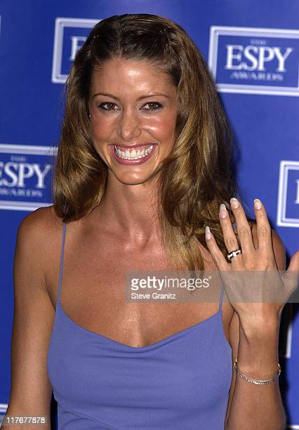 Shannon Elizabeth who presented the 2002 ESPY Award for Best Play shows her wedding ring to the press
