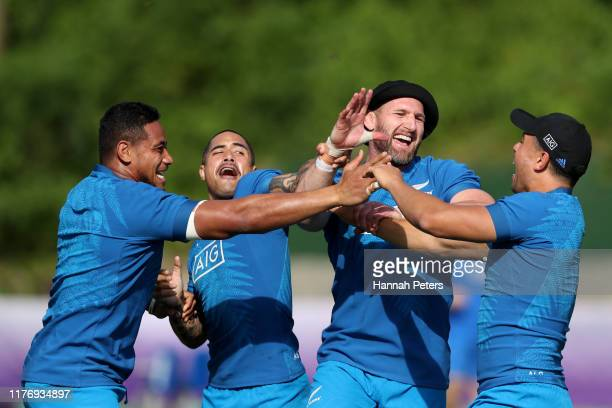 Shannon Frizell Aaron Smith Kieran Read and Anton LienertBrown of the All Blacks warm up during a New Zealand training session at Jissoji Ground on...