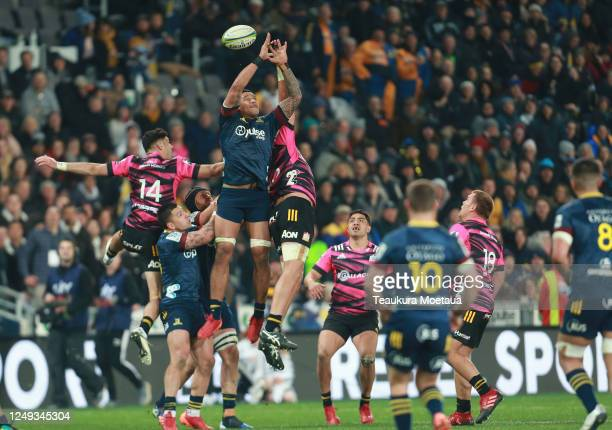 Shannon Frizell of the Highlanders leaps for the ball during the round 1 Super Rugby Aotearoa match between the Highlanders and Chiefs at Forsyth...