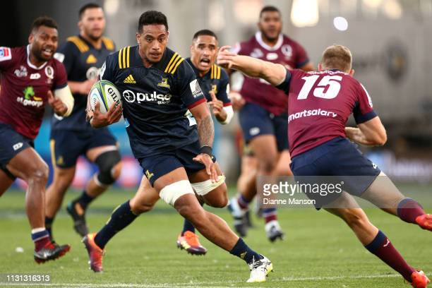 Shannon Frizell of the Highlanders makes a break during the Round 2 Super Rugby match between the Otago Highlanders and Queensland Reds at Forsyth...