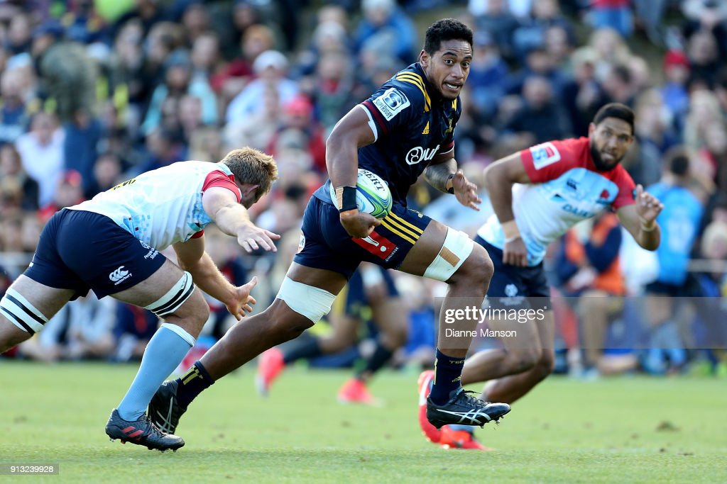 Shannon Frizell of the Highlanders makes a break during the Super Rugby pre-season match between the Highlanders and the Waratahs on February 2, 2018 in Queenstown, New Zealand.