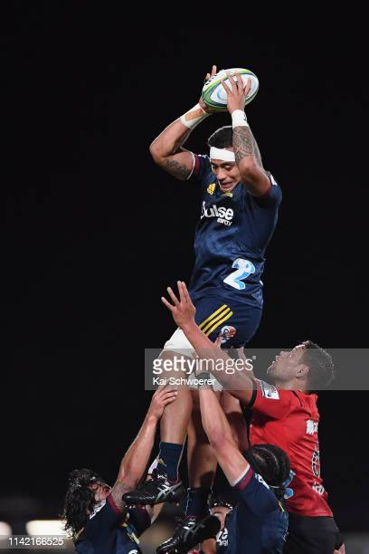 Shannon Frizell of the Highlanders wins a lineout during the round 9 Super Rugby match between the Crusaders and Highlanders at Christchurch Stadium...