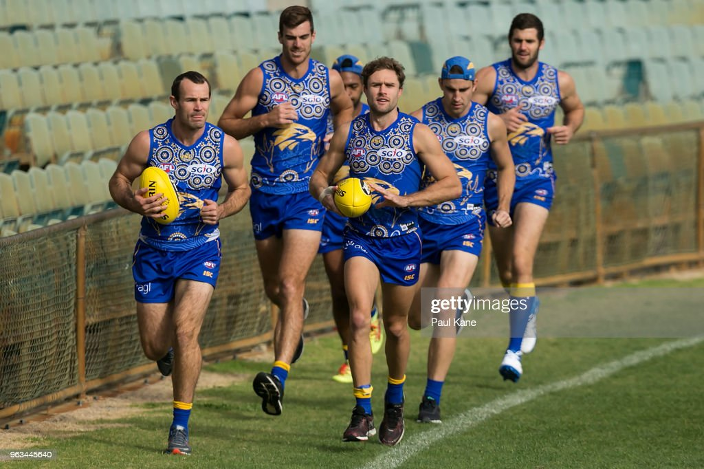 Shannon Hurn and Mark Hutchings lead Scott Lycett, Elliot Yeo, Willie Rioli qnd Jack Darling while jogging laps during a West Coast Eagles AFL training session at Subiaco Oval on May 29, 2018 in Perth, Australia.
