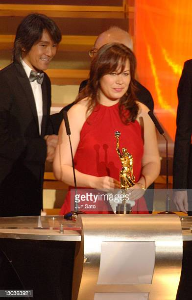 Shannon Lee daughter of Bruce Lee accepts Star of the Century Award