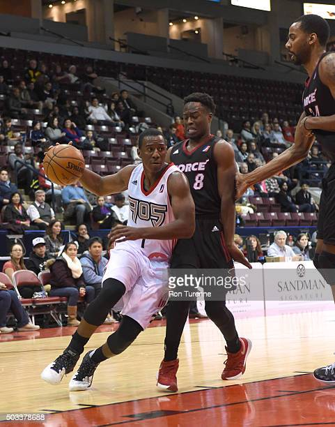Shannon Scott of the Raptors 905 handles the ball against the Sioux Falls Skyforce during the game on December 31 2015 at the Hershey Centre in...