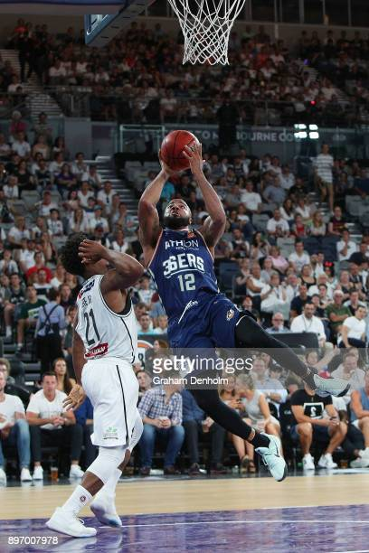 Shannon Shorter of the Adelaide 36ers drives at the basket during the round 11 NBL match between Melbourne United and the Adelaide 36ers at Hisense...