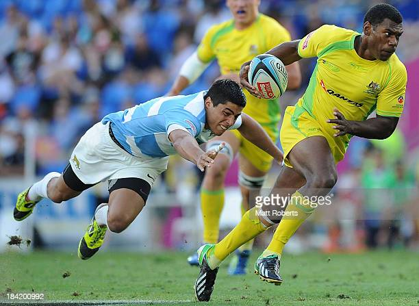 Shannon Walker of Australia runs with the ball during the Gold Coast Sevens round one match between Australia and Argentina at Skilled Stadium on...