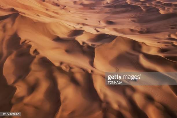 shanshan desert (kumtag), xinjiang - 4x4 stock pictures, royalty-free photos & images