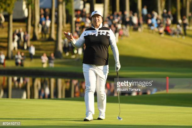 Shanshan Feng of China celebrates after winning the TOTO Japan Classics 2017 at the Taiheiyo Club Minori Course on November 5 2017 in Omitama Ibaraki...