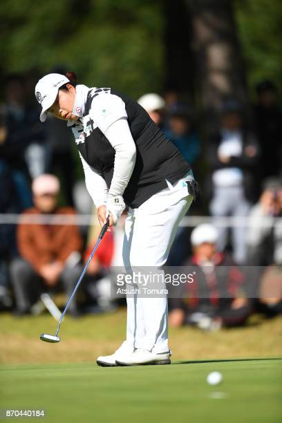 Shanshan Feng of China putts on the 3rd hole during the final round of the TOTO Japan Classics 2017 at the Taiheiyo Club Minori Course on November 5...