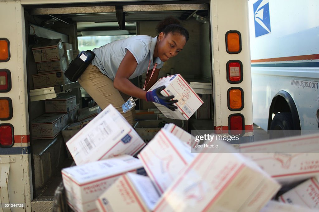 Post Offices Brace For Busiest Mailing Day Of The Year : News Photo