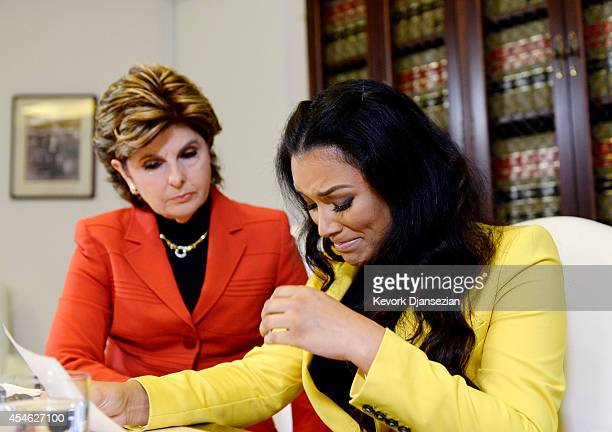 Shantel Jackson exfiancee of boxer Floyd Mayweather Jr breaks down as she reads a statement with her attorney Gloria Allred looking on after...