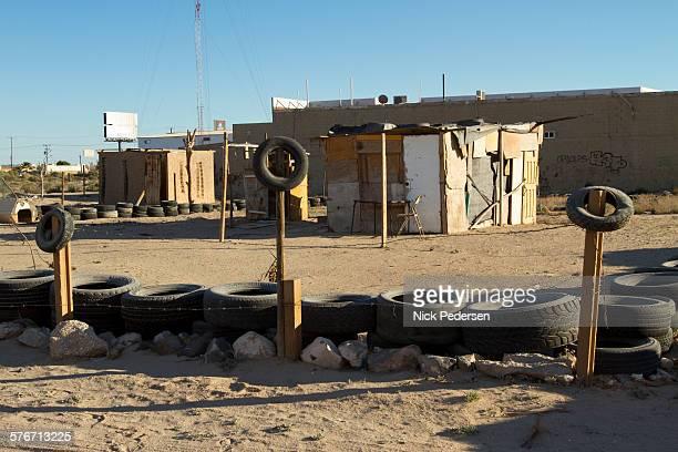 shanty homes in mexico - barriada fotografías e imágenes de stock