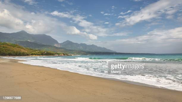 shanyuan beach panorama taiwan hualien taitung taiwanese east coast - hualien county stock pictures, royalty-free photos & images