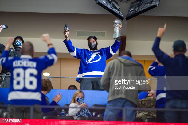 Shaq Barrett of the Tampa Bay Buccaneers brings the Vince Lombardi Trophy to the game between the Tampa Bay Lightning and Chicago Blackhawks at...