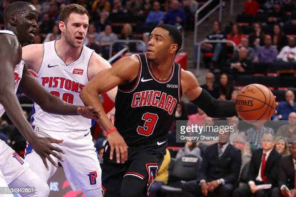 Shaquille Harrison of the Chicago Bulls looks for a open teammate next to Jon Leuer of the Detroit Pistons during the second half at Little Caesars...