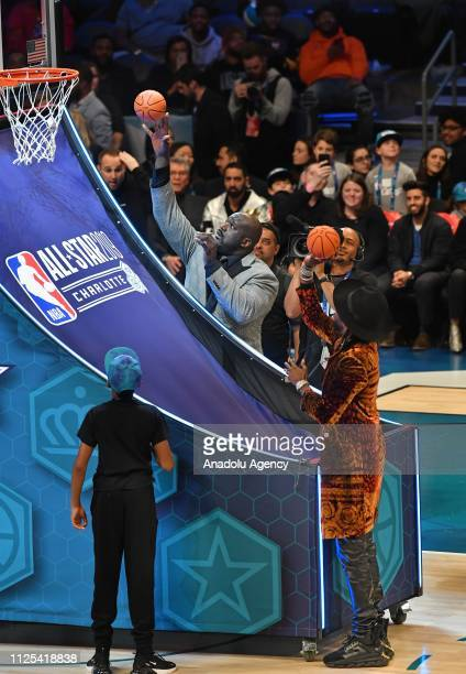 Shaquille O'Neal and 2 Chainz during the 2019 AT&T Slam Dunk Contest as part of the State Farm All-Star Saturday Night at Spectrum Arena in...