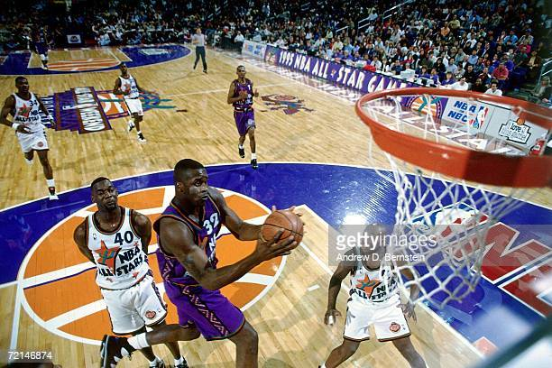Shaquille O'Neal of the Eastern Conference AllStars attempts a layup against Shawn Kemp of the Western Conference AllStars during the 1995 NBA...