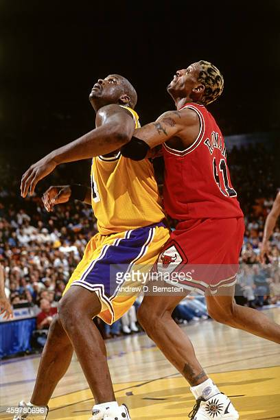 Shaquille O'Neal of the Los Angeles Lakers fights for position against Dennis Rodman of the Chicago Bulls on February 1 1998 at The Forum in...
