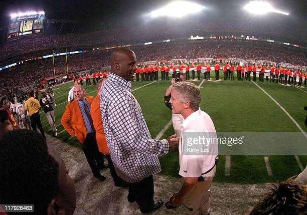 Shaquille O'Neal shakes hands with USC coach Pete Carroll at the FedEx Orange Bowl at Pro Player Stadium in Miami, Fla. On Tuesday, Jan. 4, 2005.