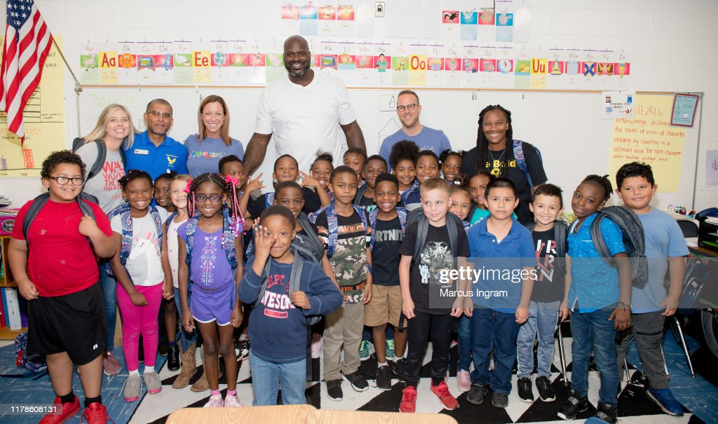 Vera Bradley x Blessings In A Backpack Event with Shaquille O'Neal : News Photo