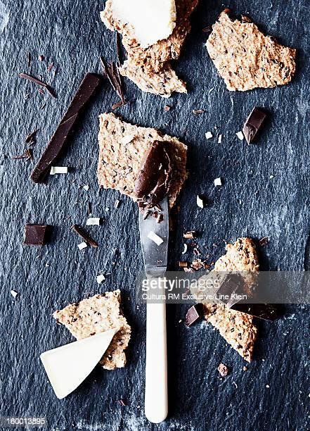 shards of chocolate and cookies - klein bildbanksfoton och bilder