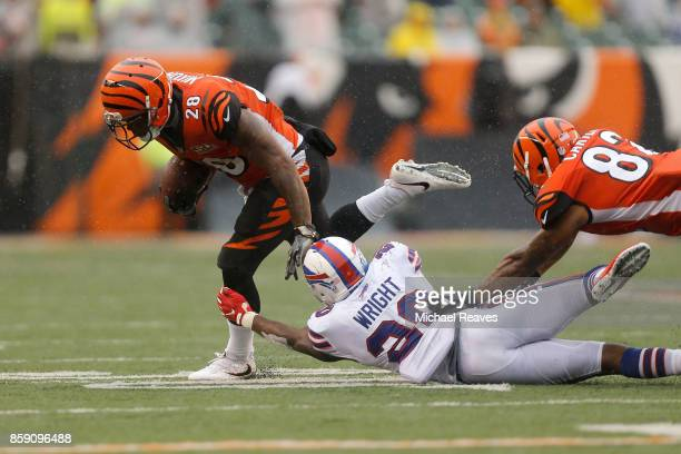 Shareece Wright of the Buffalo Bills attempts to tackle Joe Mixon of the Cincinnati Bengals during the fourth quarter at Paul Brown Stadium on...