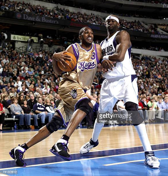 Shareef AbdurRahim of the Sacramento Kings drives to the hoop against Erick Dampier of the Dallas Mavericks on January 27 2007 at the American...