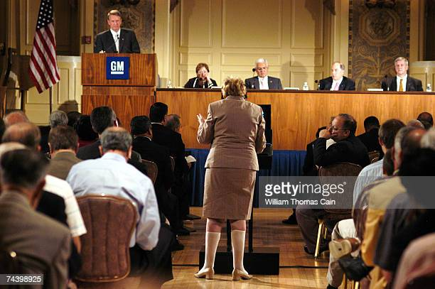 Shareholder Evelyn Davis asks a question of General Motors Chairman and Chief Executive Officer Rick Wagoner during the 99th Annual General Motors...