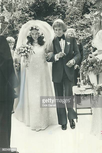 Shari Hart Sam Shopsowitz 20 daughter of Sam Shopsowitz the hotdog king marries Ronald Yowart 34 freelance television editor in the granden of the...