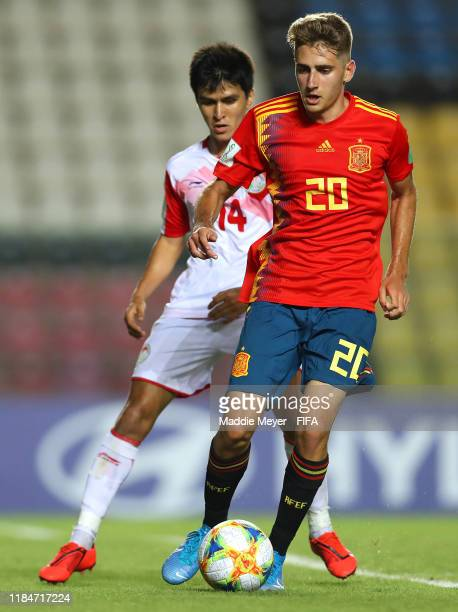 Sharifbek Rahmatov of Tajikistan defends Roberto Navarro of Spain during the FIFA U17 World Cup Brazil 2019 group E match between Spain and...