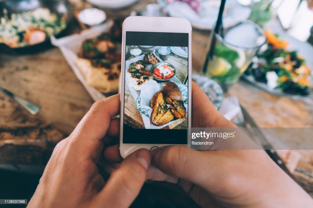 Essen teilen : Stock-Foto
