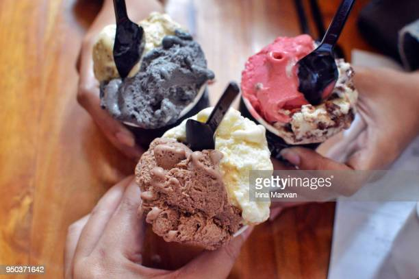 sharing gelato - ice cream stock pictures, royalty-free photos & images