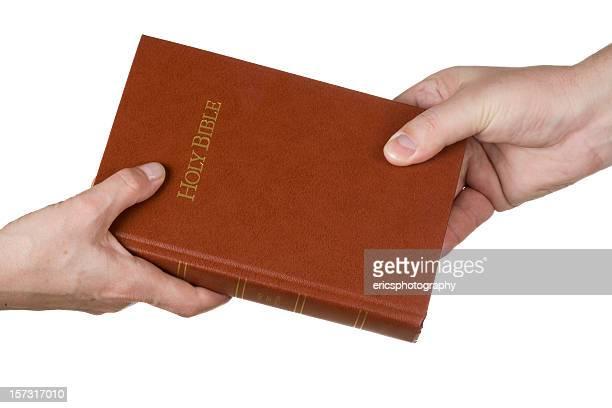 partager la bible - saint sacrement photos et images de collection