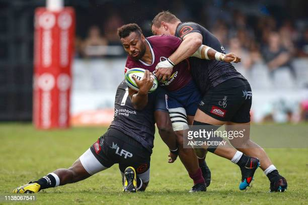Sharks' Tendai Mtawarira and Coenie Oosthuizen of the Sharks fight for the ball with Reds' Samu Kerevi during the Super 14 rugby union match Sharks...