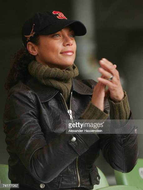 Sharlely Lilly Kerssenberg applauds her boyfriend Boris Becker of Germany during his match against Thomas Muster of Austria during BlackRock Tennis...