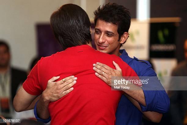 Sharman Joshi hugs Vivek Oberoi at the IIFA awards in Colombo on June 3 2010